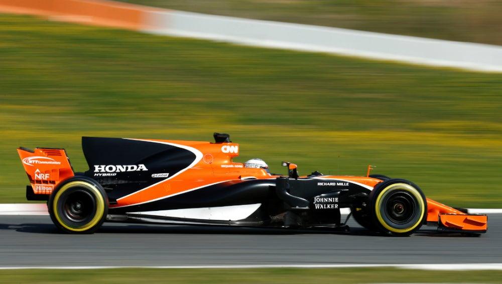 Alonso, con el McLaren en Montmeló