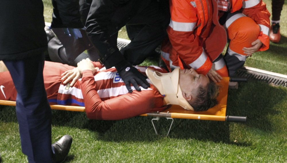 Fernando Torres, en el momento de ser evacuado de Riazor