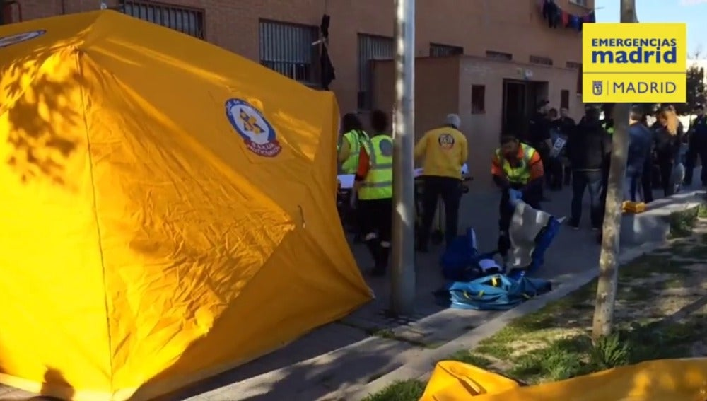 Frame 6.835469 de: Una joven de 24 años, ingresada muy grave en Madrid con cuatro heridas de arma blanca y tras caer desde una ventana