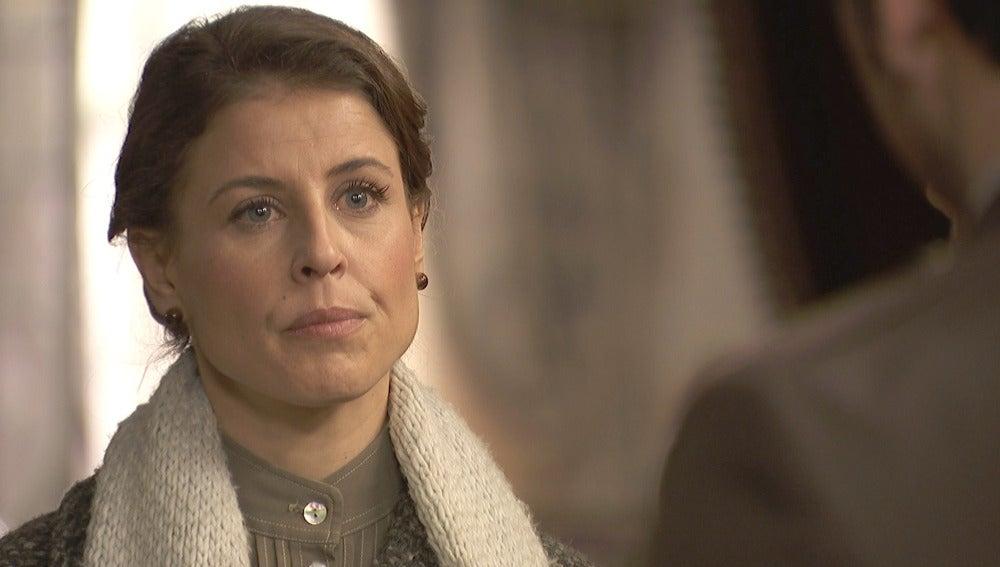 Adela se llena de valor y se enfrenta a Garrigues