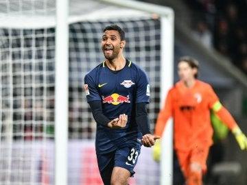 Marvin Compper celebrando un gol