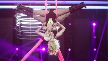 Beatriz Luengo sobrevuela el plató de 'Tu cara me suena' con espectaculares acrobacias como P!nk