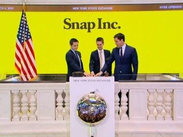 Frame 0.760969 de: Snapchat debuta en bolsa con éxito