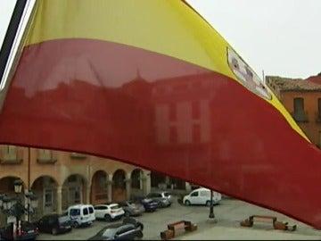 Frame 4.642709 de: El ayuntamiento de Benavente pone a la venta su bandera
