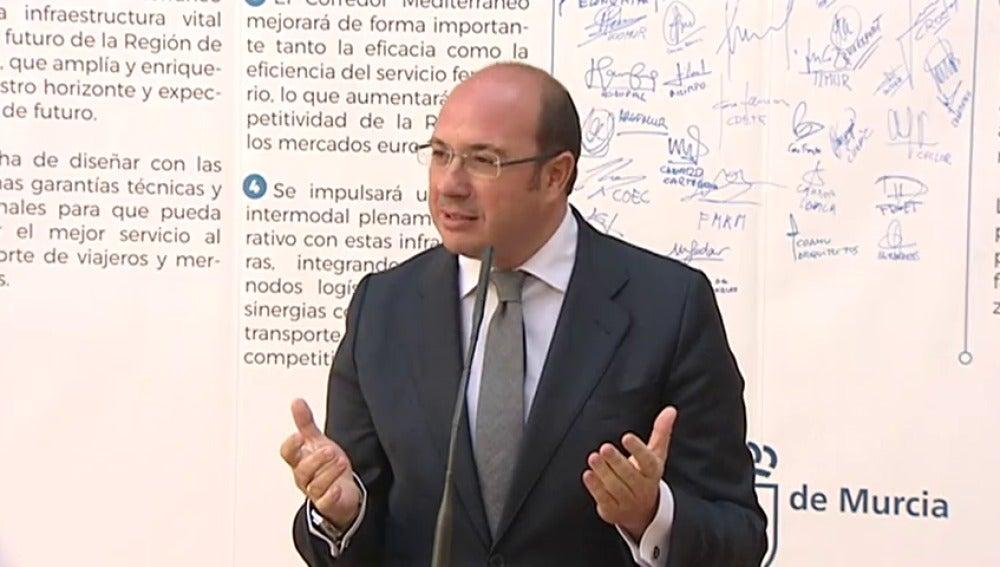 """Frame 20.550583 de: Pedro Antonio Sánchez se niega a dimitir: """"La oposición se está cogiendo a mi cuello como su última tabla de salvación"""""""