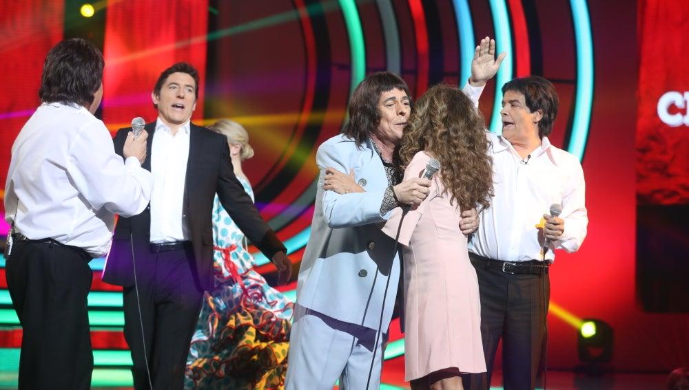 Lolita se marca un baile flamenco con Juan Muñoz