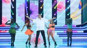 Raúl Pérez nos hace disfrutar 'Suavemente' como Elvis Crespo