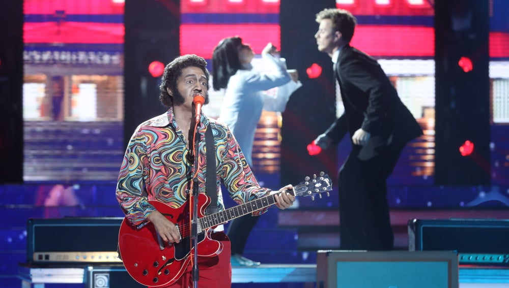 David Guapo pone el ritmo y el baile a la gran final como Chuck Berry en 'You never can tell'