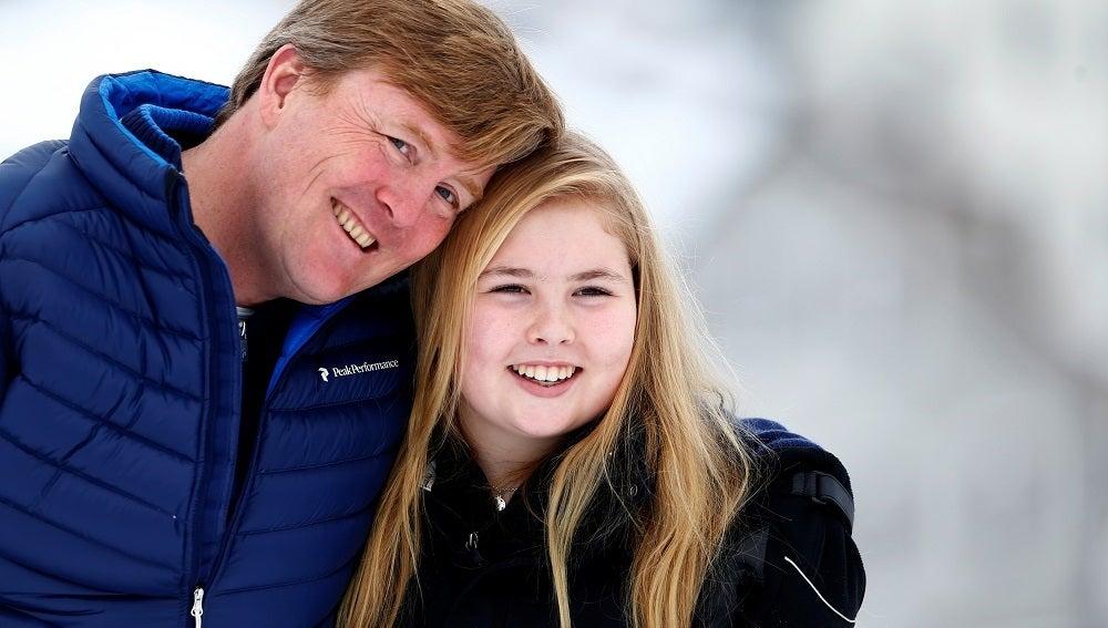 El rey Guillermo de Holanda y su hija, la princesa Amalia