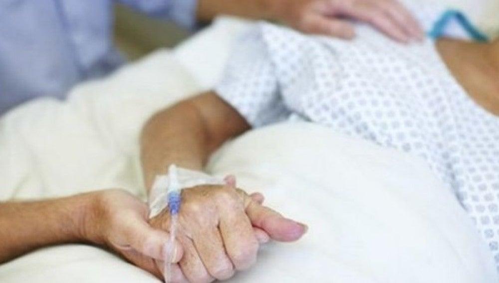Imagen de archivo de una mujer hospitalizada