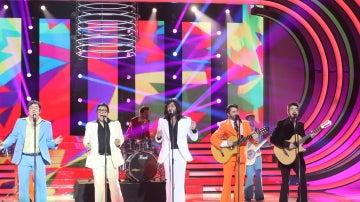 La cuadrilla de 'Allí abajo' se pone romántica para cantar 'All my loving' como Los Manolos
