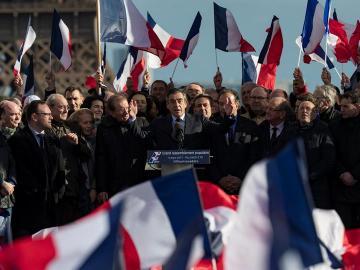 Fillon ante miles de simpatizantes en la plaza del Trocadero
