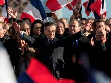 Fillon en un acto en París