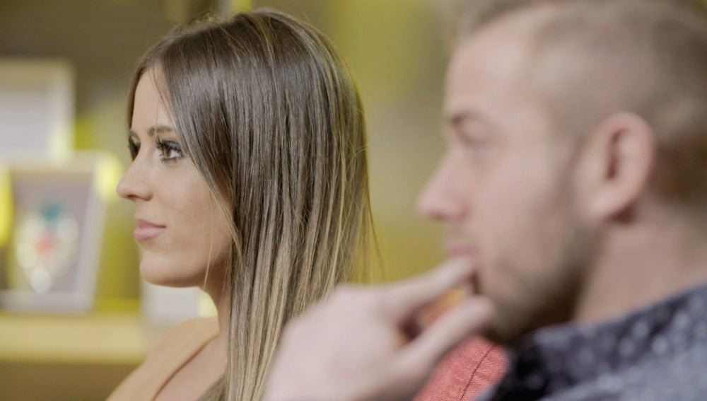 María y Rafa no ven futuro a su relación y deciden firmar los papeles del divorcio