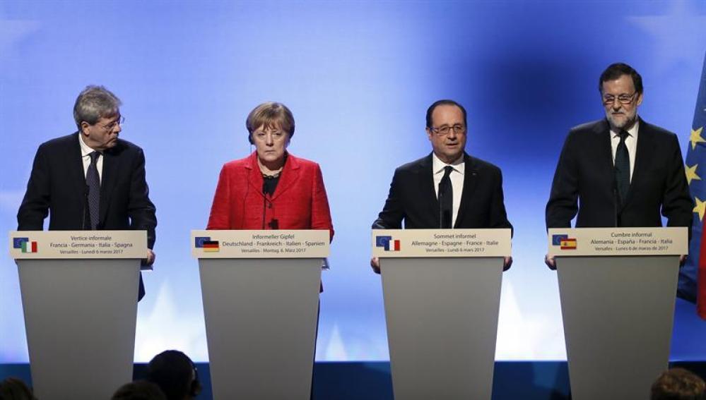 De izquierda a derecha: Gentiloni, Merkel, Hollande y Rajoy