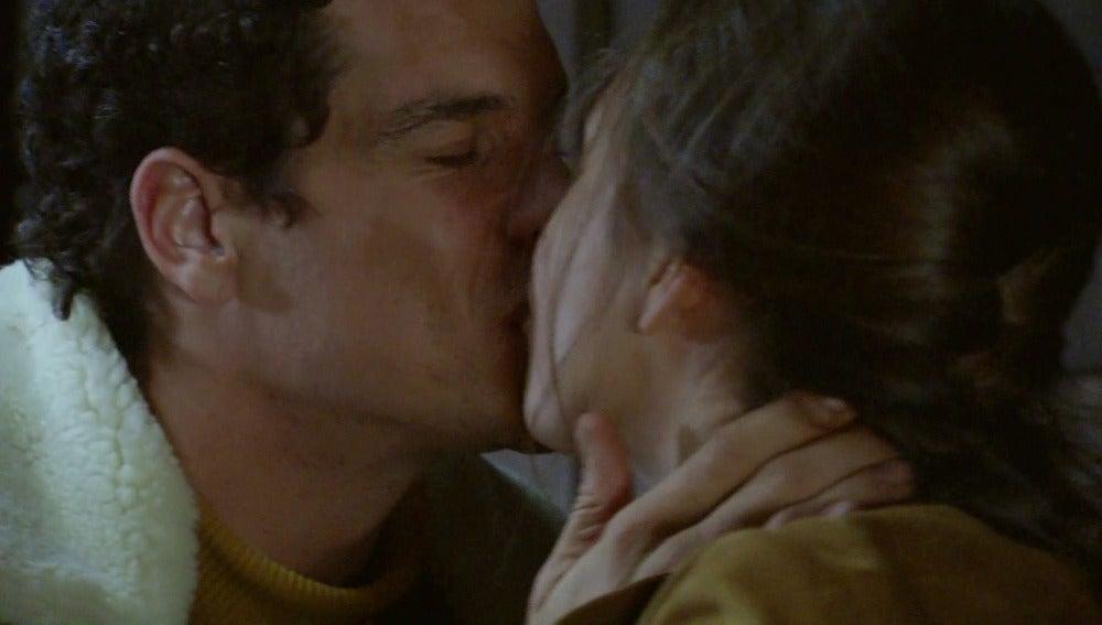 Resurge la pasión de Alba y Rafael