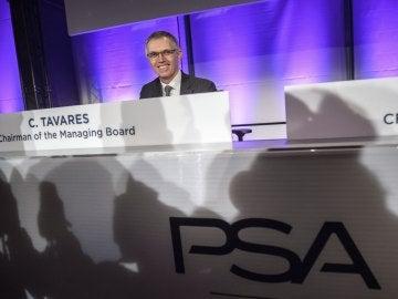 El presidente del Consejo de Administración del grupo automovilístico galo PSA Peugeot Citröen, Carlos Tavares