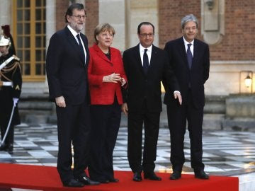 El presidente español, Mariano Rajoy, la canciller alemana, Angela Merkel, el presidente francés, Francois Hollande, y el primer ministro italiano, Paolo Gentiloni
