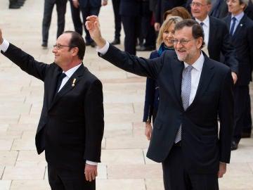 Los presidentes de los Gobiernos de España, Mariano Rajoy, y Francia, François Hollande