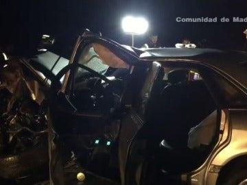 Frame 12.524267 de: Accidente de tráfico con dos muertos y dos heridos graves