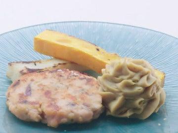 Hamburguesa de salmón, hummus y falsas patatas fritas
