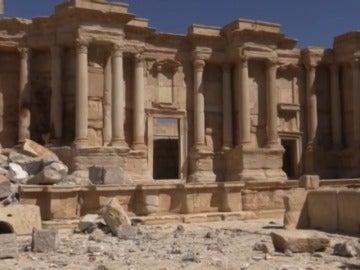 Frame 7.949853 de: La monumental Palmira vuelve a respirar tras su segunda liberación del EI