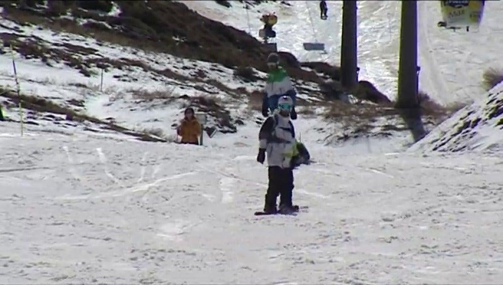 Frame 12.185234 de: TODO LISTO PARA EL CAMPEONATO DEL  MUNDO DE SNOWBOARD Y FREESTYLE