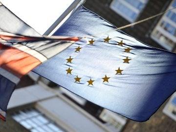 Banderas del Reino Unido y la Unión Europea