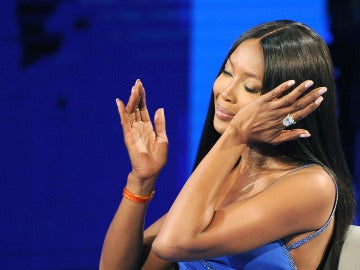 Naomi Campbell no puede contener las lágrimas