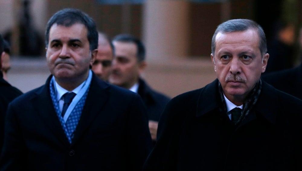 El presidente turco y el ministro del país para la UE, Omar Celik