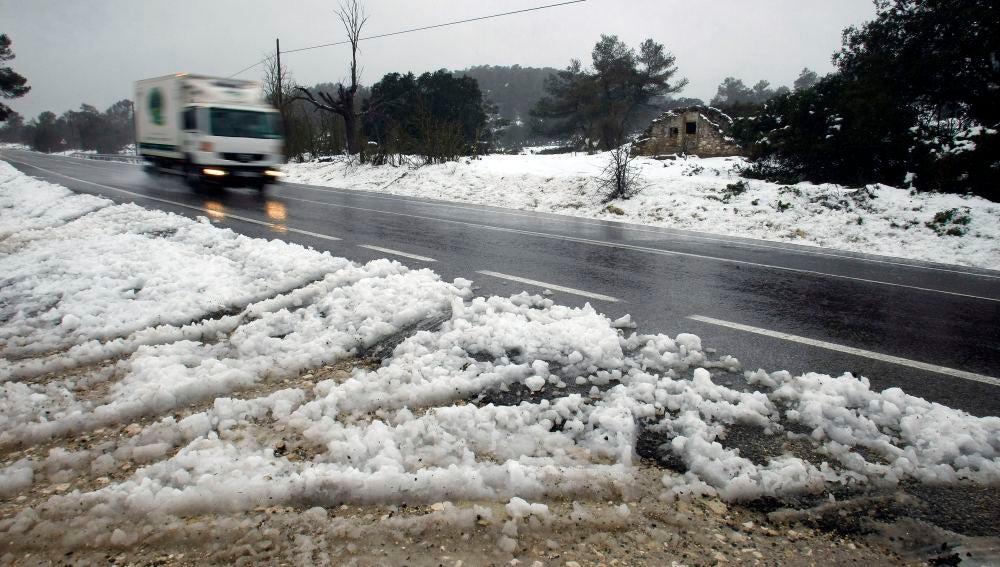 El temporal de frío ha traído nieve y lluvia al interior de la provincia de Alicante