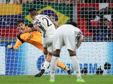 Dybala engañó a Casillas desde el punto de penalti