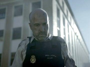 La policía cae en la trampa de Héctor a escasas horas de que Verónica muera