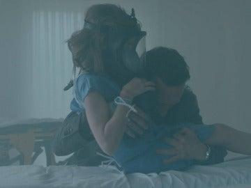 Álex pone en riesgo su vida por rescatar a Verónica
