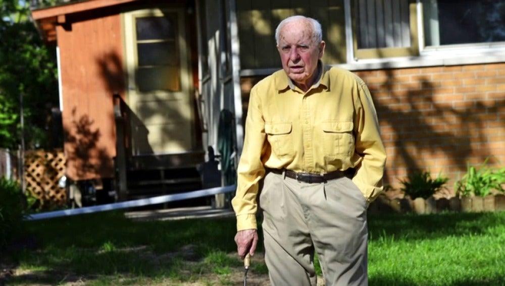 Frame 0.654309 de: Polonia reclama anciano de 98 años residente en EEUU acusado crímenes nazis