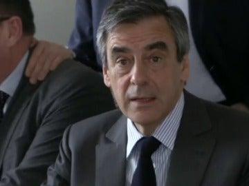 Frame 37.993483 de: Imputan a Fillon por el presunto desvío de fondos públicos y apropiación indebida