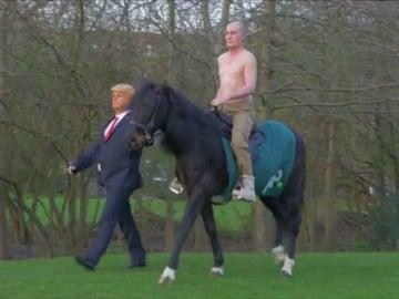 Frame 55.334913 de: Donald Trump y Vladimir Putin pasean juntos por Hyde Park en Londres