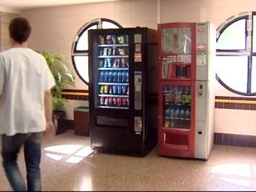 Frame 8.109846 de: Murcia retirará la bollería industrial de las máquinas expendedoras en sus hospitales