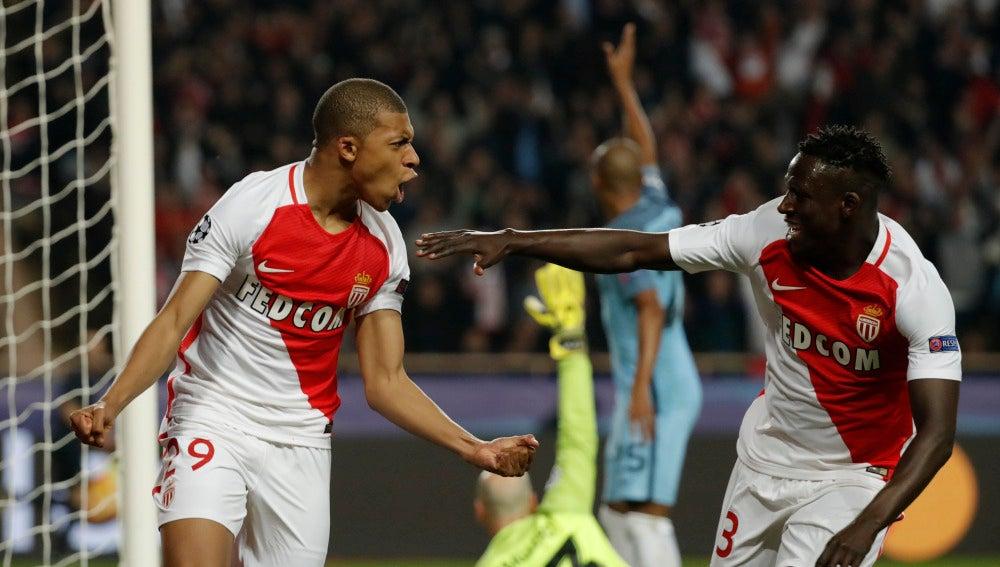 Mbappe-Lottin celebra su gol ante el Manchester City