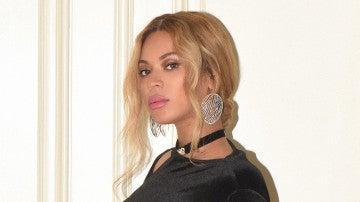 Beyoncé podría estar desvelando el sexo de sus bebés con este outfit