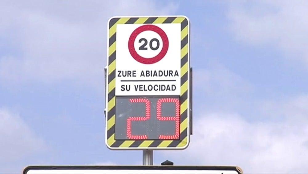 Frame 22.08 de: Un radar fijo ubicado en Zamundio salta si tan sólo circulas a 20 kilómetros por hora
