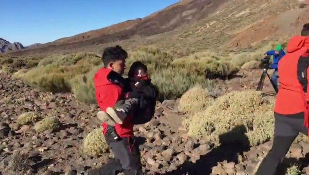 Frame 11.643024 de: Comienza la evacuación en el Teide tras la avería del teleférico
