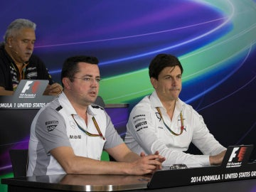 Eric Boullier junto a Toto Wolff