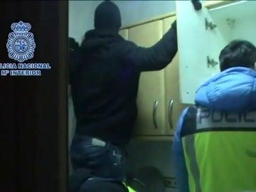 Frame 30.661755 de: Detenidas 48 personas y recuperadas 600 joyas en una macrooperación contra las mafias georgianas