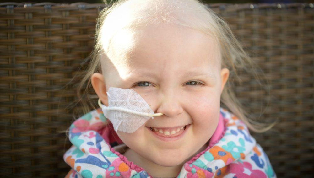 Daisy, la pequeña que se enfrenta a una leucemia tras diagnosticarles asma