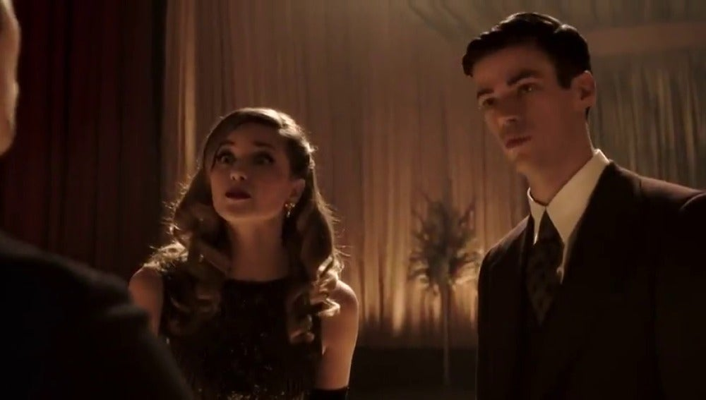 Frame 5.965165 de: 'The Flash' y 'Supergirl' juntos en el tráiler del crossover musical