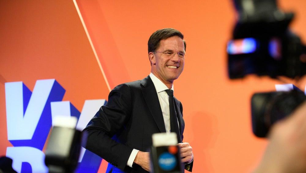 Mark Rutte celebra su victoria