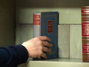 Benito descubrirá un cajón secreto en su nueva librería