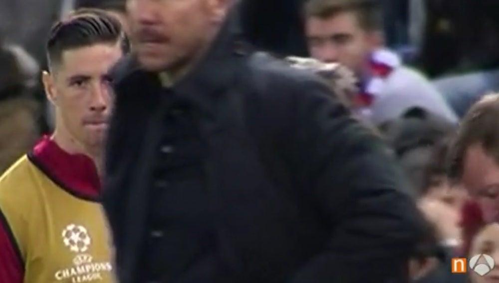 Mirada de Fernando Torres a Simeone