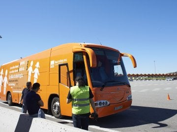 Autobús trasfóbico retenido en Martorell
